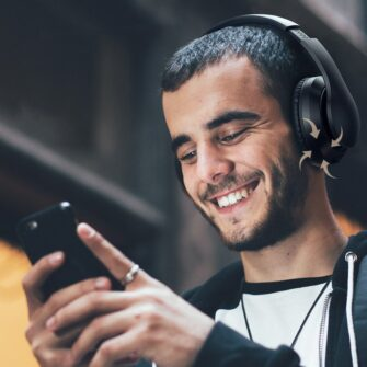 Juhtmevabad kõrvapealsed kõrvaklapid bluetooth 4