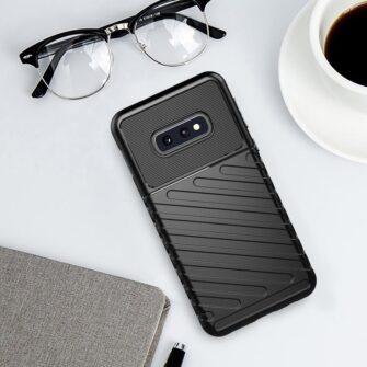 Samsung S10e ümbris silikoonist tugev must 1