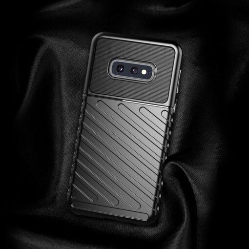 Samsung S10e ümbris silikoonist tugev must 4